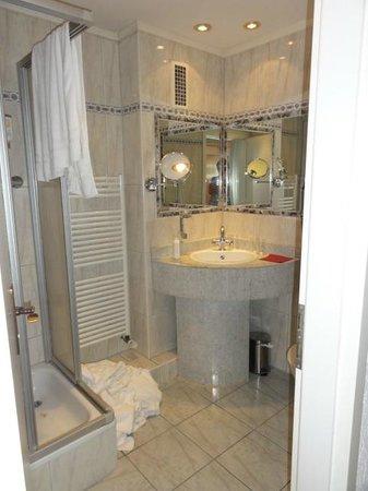 Dom Hotel Am Römerbrunnen: bad og wc