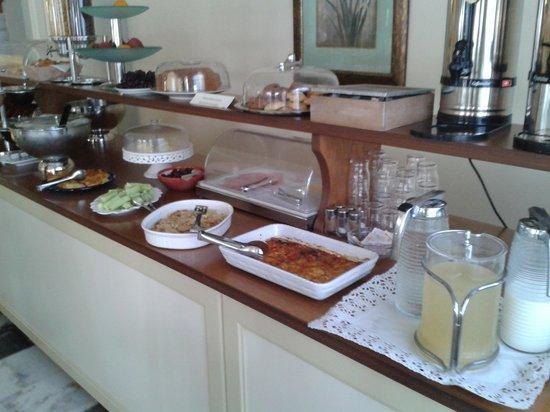 Hotel Kymata: bancone colazione