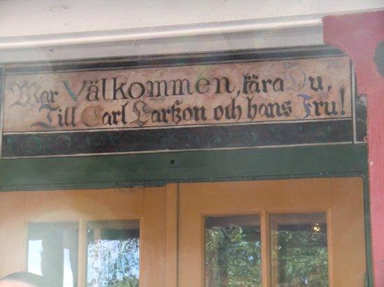 Carl Larsson-garden: Teksten over inngangsdør