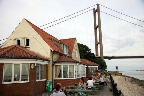 The Country Park: Pub with bridge