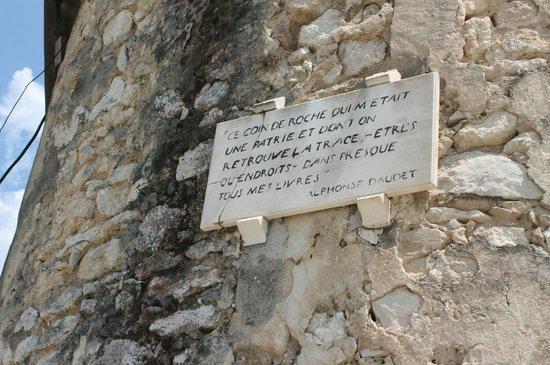 Moulin de Daudet : inscription sur le moulin