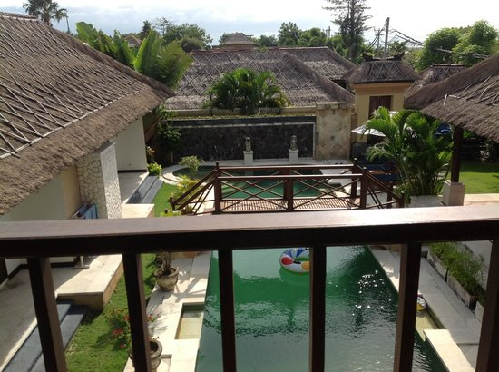Halcyon Villas: Pool from upstairs outdoor lounge area