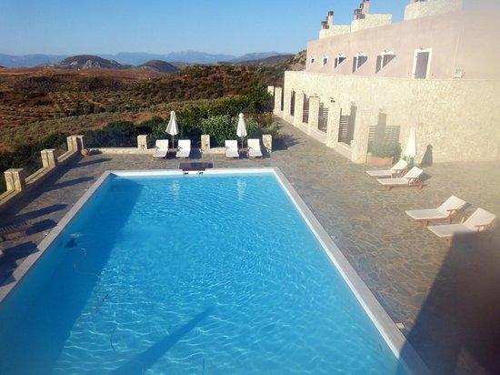 Hotel Perivoli: Pool area, nice size