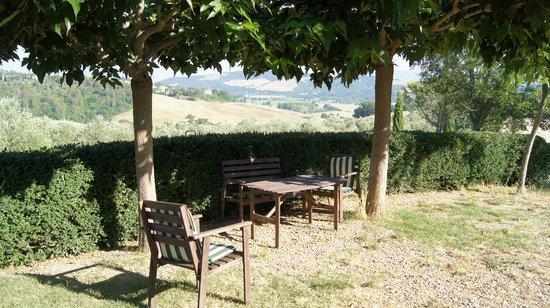 Agriturismo Sant'Emilia: Aussicht von Terrasse