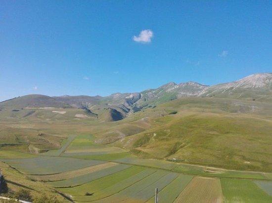 La Valle delle Aquile : panorama sulla piana di Castelluccio