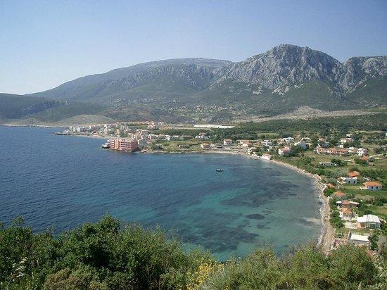 Ergin Pension: Bucht mit Ergin-Pension, Blick auf Berge und Meer - von Wandern bis Wassersport