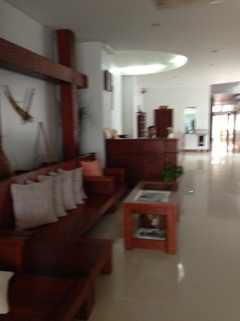 Family Hotel: Very airy looking lobby