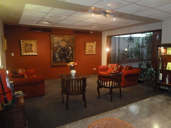 La Paz Apart Hotel: Hotel Lounge