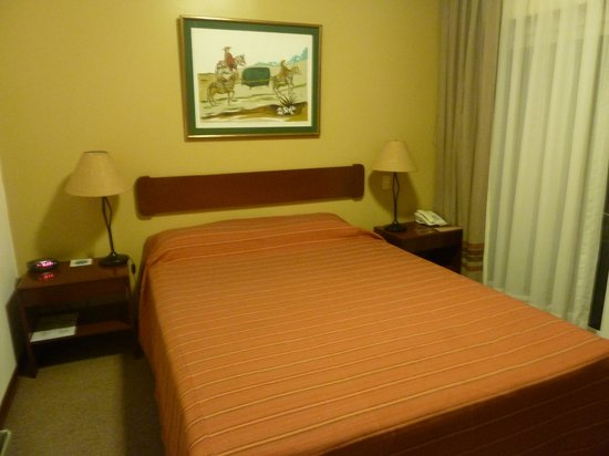 La Paz Apart Hotel: Bedroom - room 204