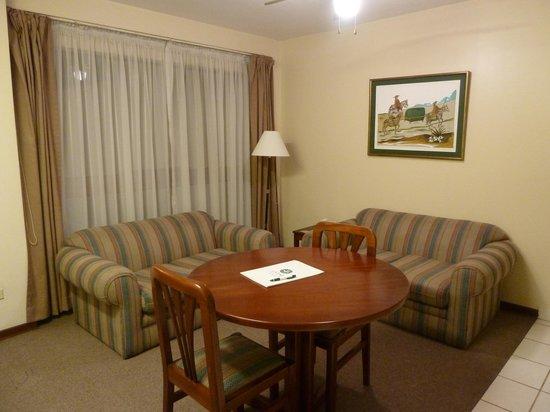 La Paz Apart Hotel: Lounge - room 204