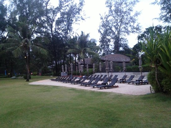 Renaissance Phuket Resort & Spa: By the pool