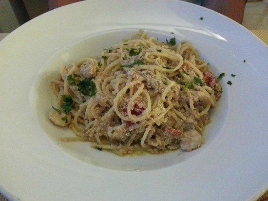 Da Vittorio Ristorante: Spaghetti con gamberetti e uova di pesce San Pietro