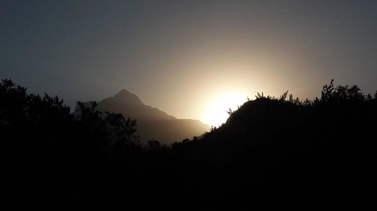 Cathedral Peak Hotel: Sunset over the Drakensberg mountains