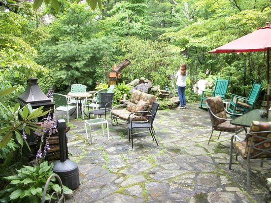 Crooked Oak Mountain Inn: One of the many places to relax