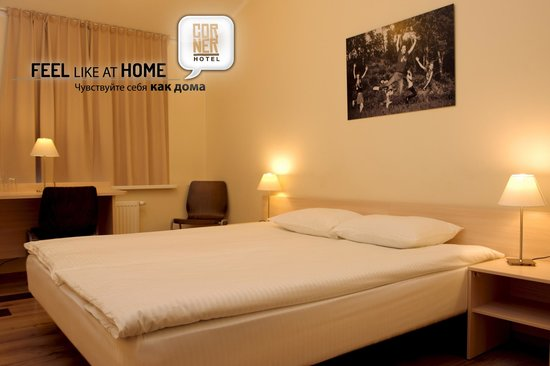Corner Hotel: Standard room with double bed