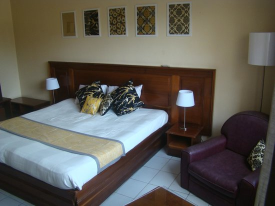 Hotel Al Baraka: Double bed