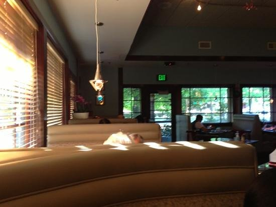 Eastland Sushi & Asian Cuisine: 2 options at Chinese dining room: traditional tables + chairs OR cushioned booths