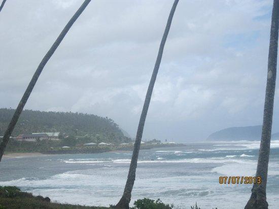 Faofao Beach Fales: View along the beach at Saleapaga