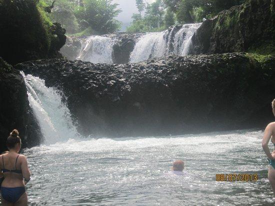 Faofao Beach Fales: Fabulous waterfall & swimming hole at Togogiga