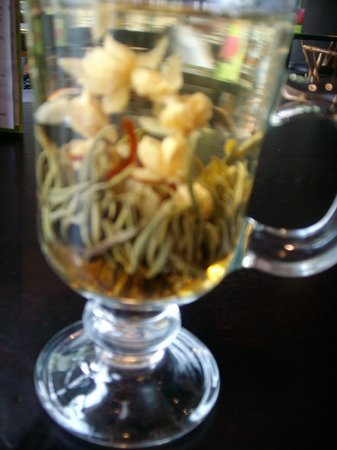 Fat Buddha Asian Bar and Kitchen: ANOTHER PIC OF THE FLOWERY TEA !!