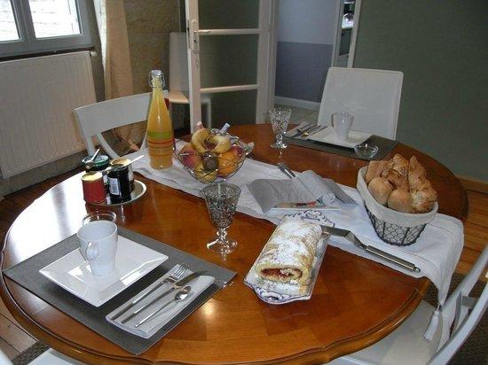 La Fleur de Lys : Table du petit-déjeuner.