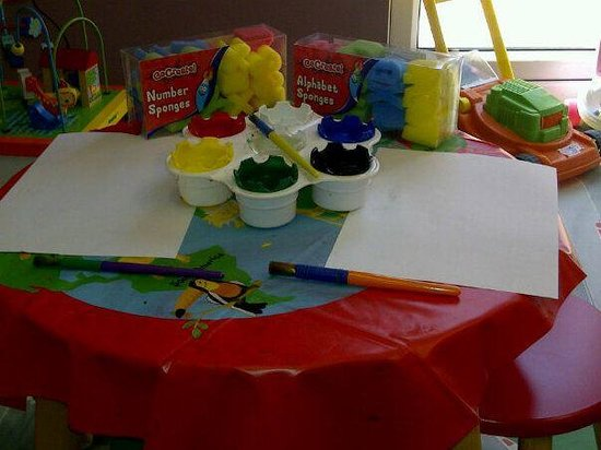 Serenity Loves: Painting activities available in the supervised creche.