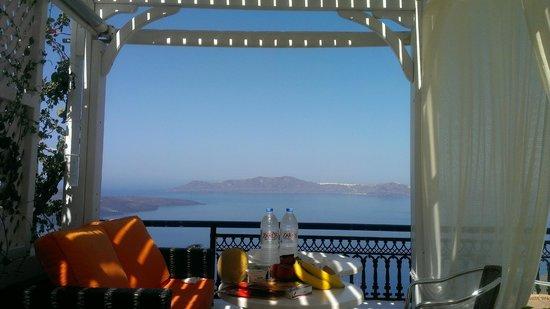 Caldera Studios: Eating Breakfast on the Suite balcony