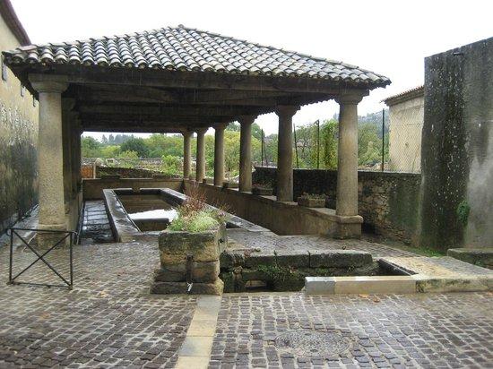 Villa Cassandra: Le vieux lavoir de Tavel