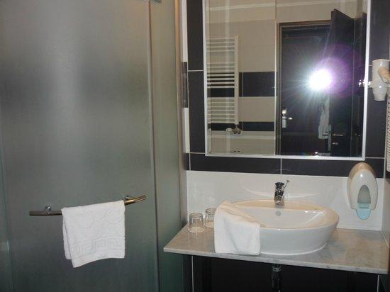Medosz Hotel: Bathroom