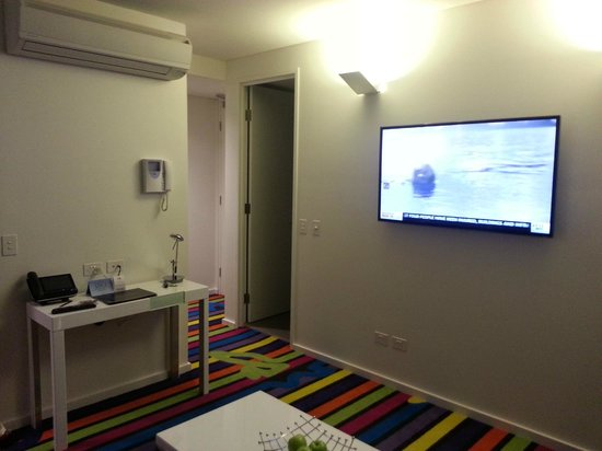 ADGE Apartment Hotel: living room