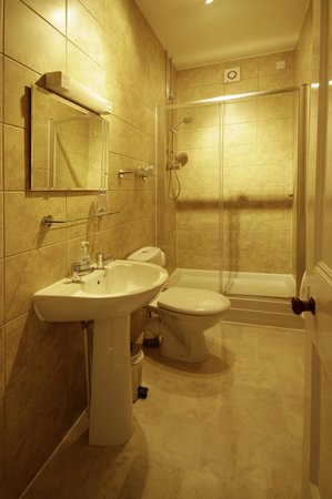 Fairhaven Country Guest House: Shower room