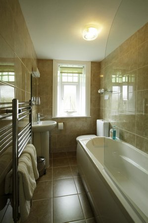 Fairhaven Country Guest House: Bathroom