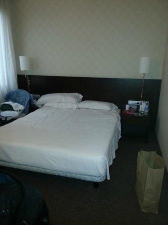 Hotel HCC Regente: Oda + yatak