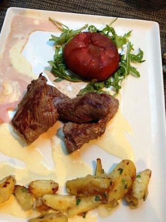 Les trois marches : onglet de veau, fondant de tomates et crème au parmesan.