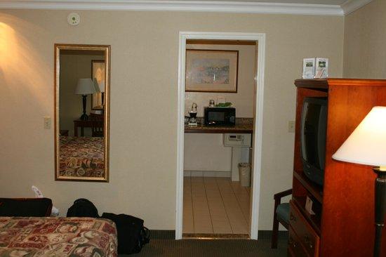 Travelodge Santa Monica : Room and Kitchenette