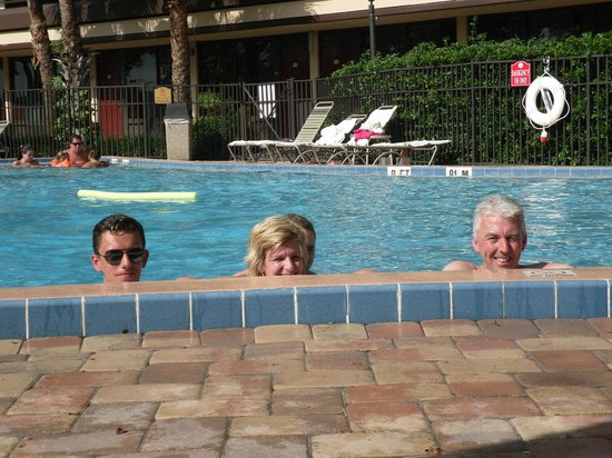 Rosen Inn at Pointe Orlando: Small pool and busy.