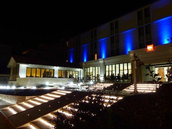Ibis Périgueux Centre : FACADE HOTEL DE NUIT