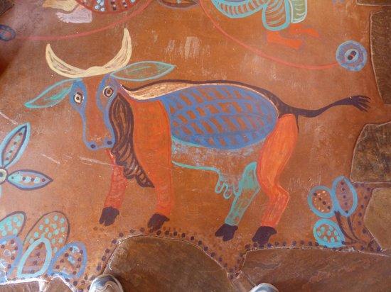 Eningu Clayhouse Lodge : painting on the floor
