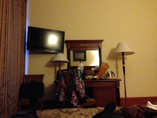 Kristoff Hotel : Обстановка номера.
