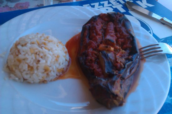 Temel Kofte: stuffed aubergine and rice