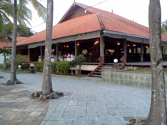 Sutra Beach Resort Terengganu: Coffeehouse facing the pool