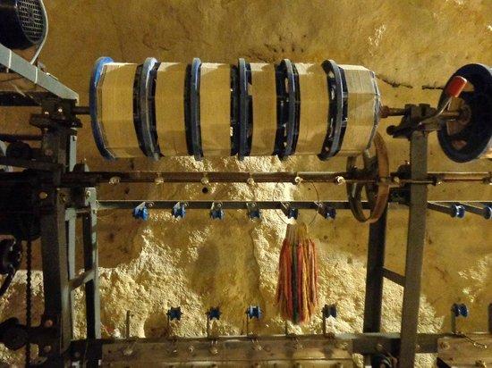 La Magnanerie du Coudray: Dévidage des cocons du ver à soie
