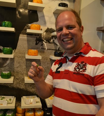 Everyday Walking Tours: Delicious Dutch cheese tasting is included in our Old City Walk