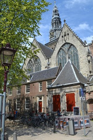 Everyday Walking Tours: The Old Church - the oldest building of Amsterdam