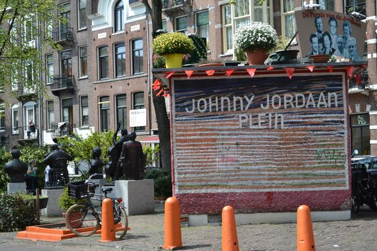 Everyday Walking Tours : The Jordaan - beautiful with its little squares and courtyards