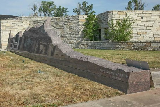 Western Historic Trails Center: Sculpture depicting topography from St. Louis to the Pacific Ocean
