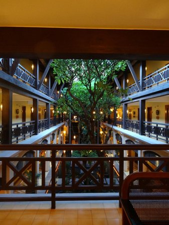 Victoria Angkor Resort & Spa: Courtyard-beautiful