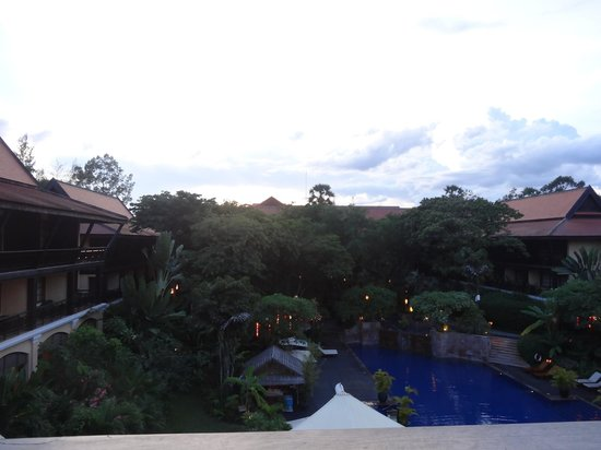 Victoria Angkor Resort & Spa: Evening view from balcony