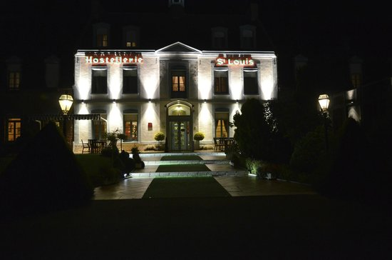 Hostellerie Saint Louis : Night view
