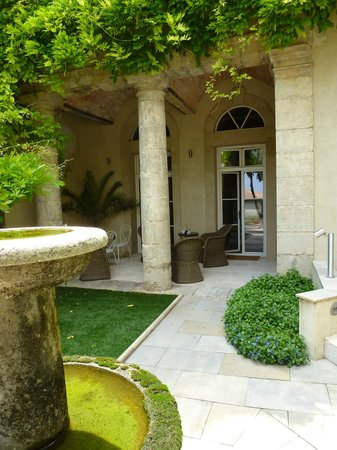 Cinq & Sept: The terrace at the front of the Pezenas suite